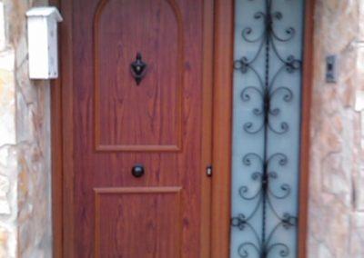puerta entrada con fijo de forja